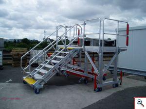 Mobīlās kāpnes transporta piekļuves iekārtas